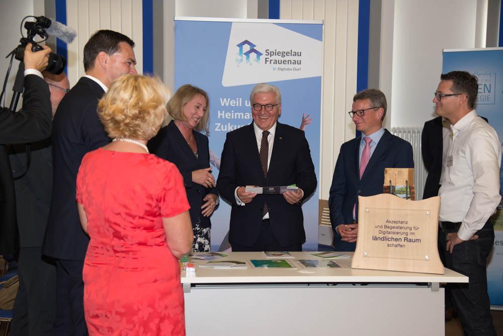 Frank-Walter Steinmeier bei seinem Besuch im Technologie Campus Grafenau