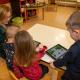 Die Kinder im Kindergarten Spiegelau im Umgang mit Tablets