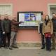 Unser Team vor dem Digitalen Brett in Frauenau